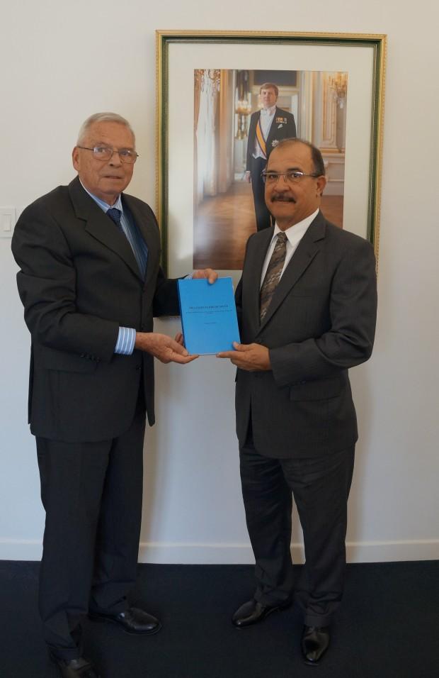Jos de Roo met gouverneur Aruba Fredis Refujol