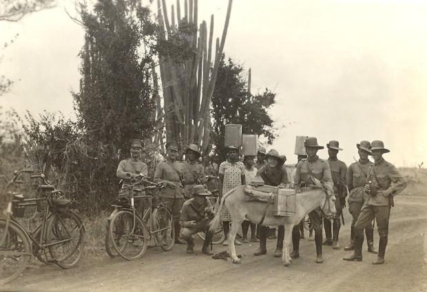 Leden Korps Politietroepen op oefening - MM.Buren