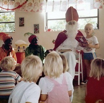 AGB - Sinterklaas - mid90ies - Curacao - red.size